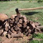 Holzhacken mit der Axt