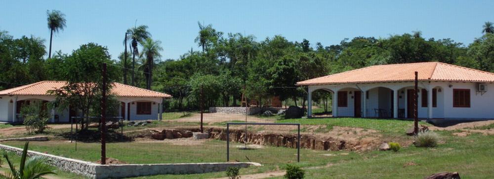 Neue Gästezimmer mit Sportplatz und Kinderspielplatz im Hintergrund