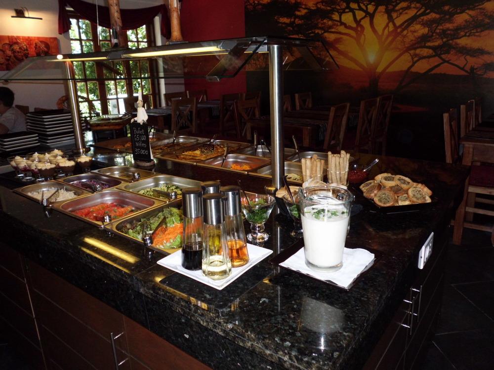 Büffet, Salate und Nachtisch